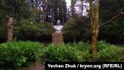 Памятник Ленину – обязательный атрибут