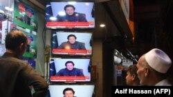 د پاکستان ځېنې اوسېدونکي د وزیراعظم عمران خان وینا ویني