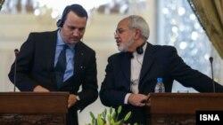 Министр иностранных дел Польши Радослав Сикорский (слева) и его иранский коллега Мохаммад Джавад Зариф. Тегеран, 1 марта 2014 года.
