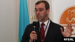 """Исполнительный директор фонда """"Бота"""" Кристофер Кавано. Алматы, 20 мая 2010 года."""