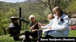 Muntenegru: caravana de vaccinare anti Covid-19 la munte.