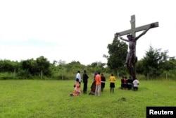 Молитвенное собрание католиков в Уганде, вблизи столицы Кампалы. 18 октября 2015 года