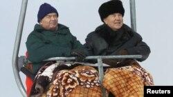 Islom Karimov va Nursulton Nazarboev Chimbuloq dam olish maskanida.