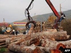 Delimično uklonjena barikada na putu kod sela Zupče, 27. oktobar 2011.