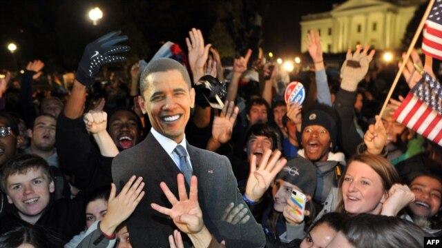 Slavlje pristalica Baraka Obame ispred Bele kuće u Washingtonu, 7. novembar 2012.
