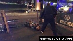 Лондон полициясы ол қалада болған терактіге күдіктілерді ұстаған сәт. Ұлыбритания, 3 маусым 2017 жыл. (Көрнекі сурет)