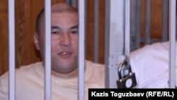 """Құрманғазы Өтегенов """"Шаңырақ ісі"""" бойынша сот кезінде. Алматы, 11 қыркүйек 2007 жыл."""