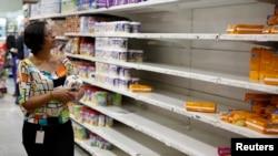 به گزارش خبرگزاریها، بسیاری از مردم ونزوئلا از کمبود موادغذایی و دارو به شدت رنج میبرند