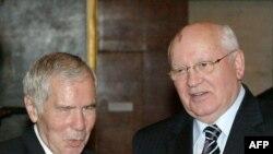 Экс-премьер Венгрии Дьюла Хорн и экс-президент СССР Михаил Горбачев в Будапеште, где отмечалось 75-летие Дьюлы Хорна в июле 2007 года