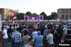 Митинг сторонников Роберта Кочаряна в Ереване. 18 июня 2021 года