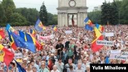 Ample proteste la Chișinău împotriva corupției și hoției guvernanților