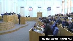 Тәжікстан парламентінің отырысы (Көрнекі сурет).