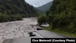Вышедшая из берегов река Риони смыла значительную часть автомагистрали
