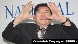 Қазақстанның Қырғызстандағы елшісі қызметін атқарған ақын Мұхтар Шаханов.