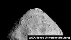 Астероид Рюгу на расстоянии 280 миллионов километров от Земли. Снимок сделан в июне 2018 года.