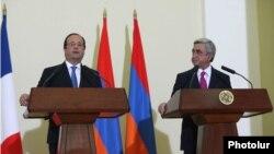 Президенты Армении и Франции - Серж Саргсян (справа) и Франсуа Олланд (слева) - во время совместной пресс-конференции в Ереване, 13 мая 2014 г.