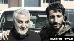 مصطفی صدرزاده (سمت راست) در کنار قاسم سلیمانی