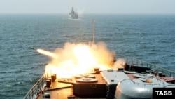 Пуск кассетного боеприпаса с борта корабля «Маршал Шапошников». Иллюстративное фото.
