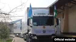 Автомобиль с гуманитарной помощью из соседнего Узбекистана Таджикистану.