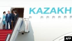 Президент Казахстана Нурсултан Назарбаев прибыл в столицу Китая. 5 июня 2012 года.