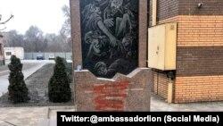 Оприлюденене послом Ізраїлю фото інциденту з пам'ятником жертвам Голокосту у Кривому Розі, 19 січня 2020 року