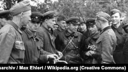 Встреча советских и германских военнослужащих в Бресте в сентябре 1939 году