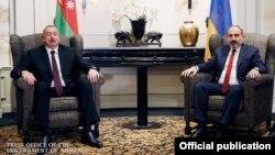 Austria -- Azerbaijani President Ilham Aliyev (L) and Armenian Prime Minister Nikol Pashinian meet in Vienna, March 29, 2019.