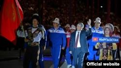 Алмазбек Атамбаев Биринчи Дүйнөлүк көчмөндөр оюндарынын ачылышында. 2014-жыл, Ысык-Көл.