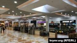 Фудкорт в торговом центре в Симферополе, где якобы должно было состояться открытие ресторана McDonald's