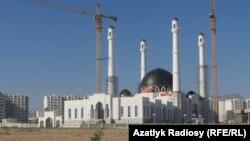 Строящаяся мечеть в Ашхабаде (архивное фото)