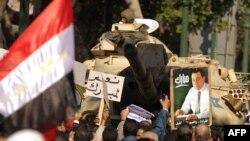 متظاهرين مؤيدين للرئيس المصري حسني مبارك