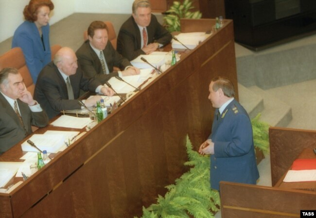 Генеральний прокурор Росії Юрій Скуратов під час виступу в Раді Федерації. 1999 рік