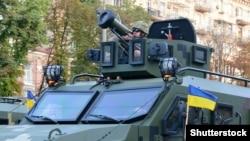 Украинский военный с американским противотанковым ракетным комплексом «Джавелин» (Javelin) во время военного парада ко Дню Независимости Украины. Киев, 24 августа 2018 года