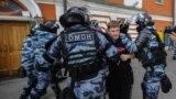 Задержание участника митинга 10 августа 2019 года в Москве.