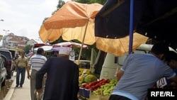 Пазарџии низ кумановските улици