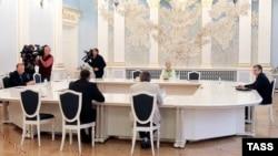 На встрече контактной группы 1 сентября. Справа: посол России Михаил Зурабов, слева: экс-президент Украины Леонид Кучма