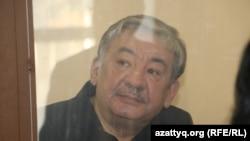 Ұлттық қауіпсіздік комитеті шекара қызметінің бұрынғы басшысы Нұрлан Жоламанов сот залында отыр. Астана, 26 қаңтар 2015 жыл.