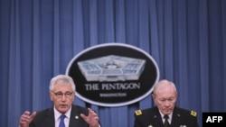 ژنرال مارتین دمپسی (راست) همراه با چاک هیگل، وزیر دفاع آمریکا