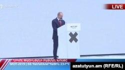 Премьер-министр Никол Пашинян выступает с вступительной речью