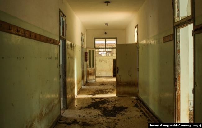 Pamje nga pjesa e brendshme e burgut të Goli Otok-ut.