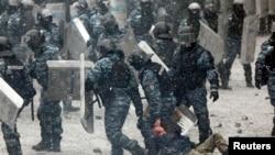 Разгон протестующих на Майдане. Киев, 22 января 2014 года. Архивное фото