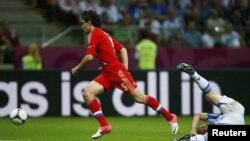Ойындағы жалғыз гол Ресей футболшысы Юрий Жирковтың қателігінен кейін соғылды. Варшава, 16 маусым 2012 жыл