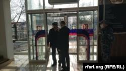"""На входе в супермаркет """"Шериф"""", Тирасполь, апрель,2020"""