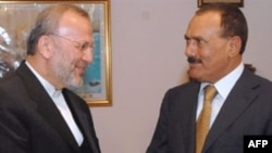 Yemeni President Ali Abdullah Saleh (right) with Iranian Foreign Minister Manuchehr Mottaki at the presidential palace in Sana'a in April 2008