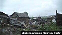 Разрушенный наводнением дом Василия в Тулуне