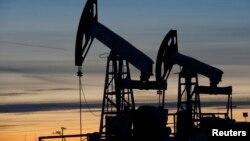 Postojenje za ispumpavanje nafte, fotoarhiv