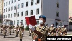Солдаты Кыргызстана приносят присягу.