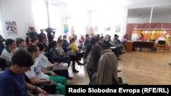 Француската амбасадорка во Македонија, Лоренс Оер на средба со битолски студенти.
