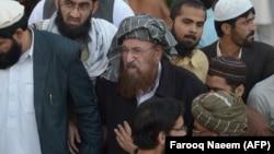 Lideri islamik, Maulana Samiul Haq (në mes).