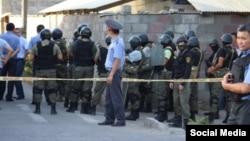 На месте спецоперации в Бишкеке. 16 июля 2015 года.